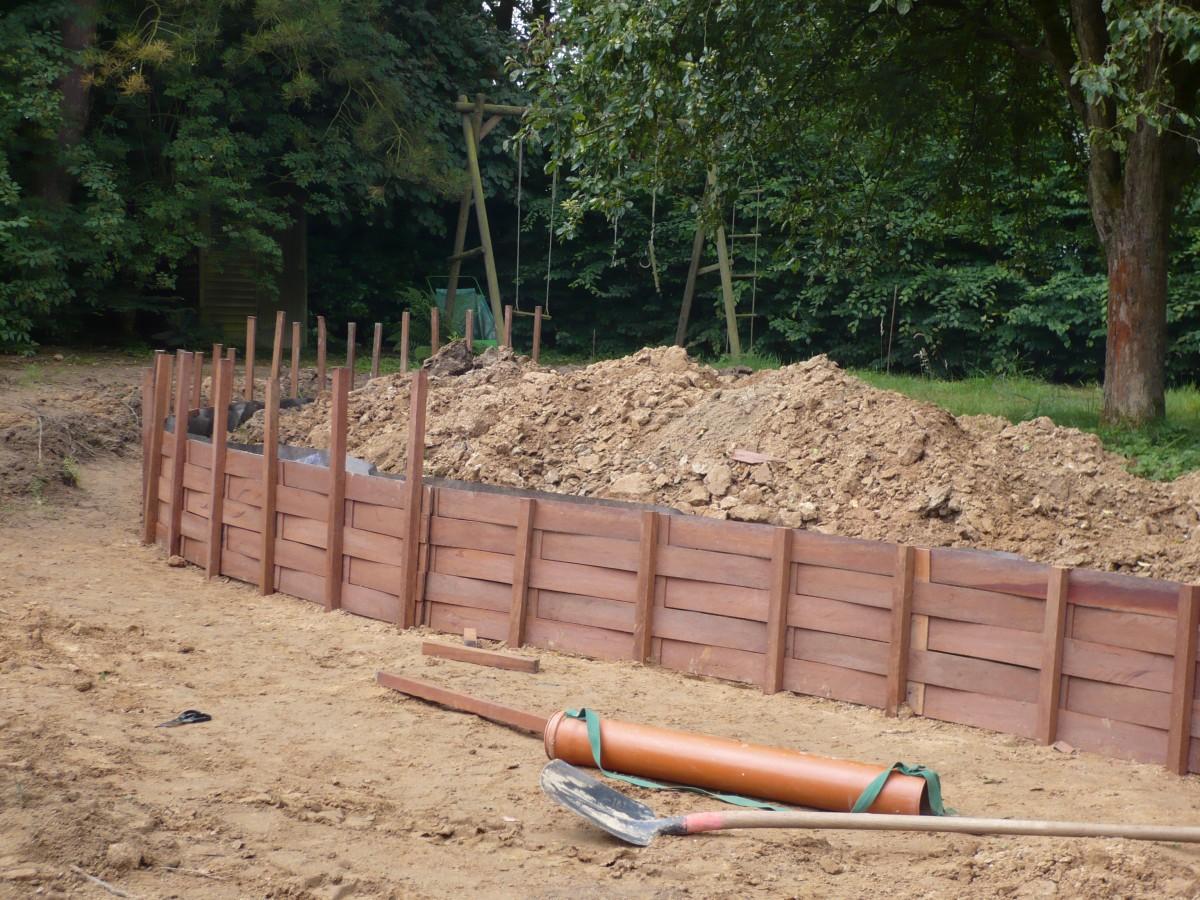 Muret de sout nement azobe walgreen for Muret en bois jardin